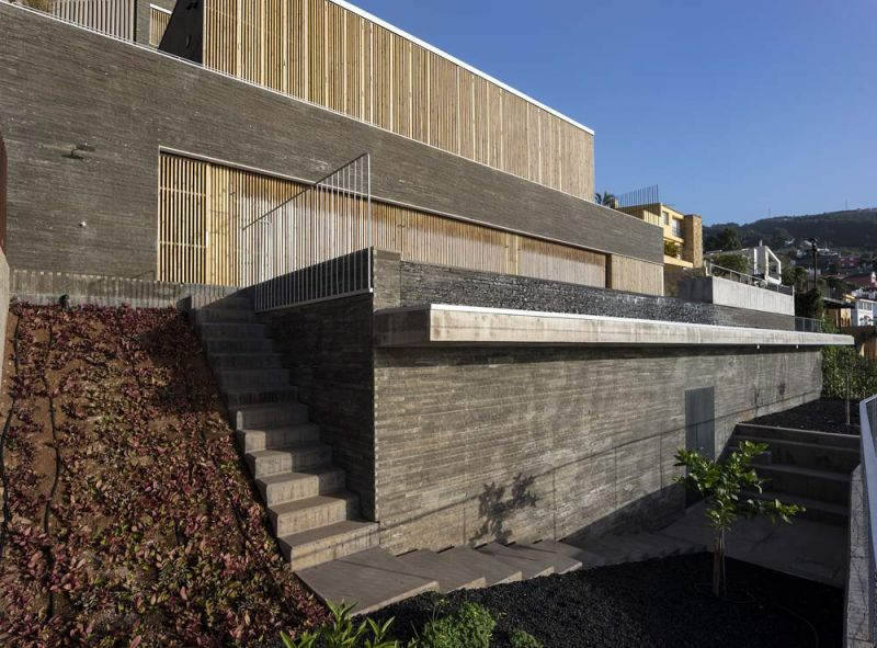 arquitectura casa mama equipo olivares vista exterior celosia cerrada