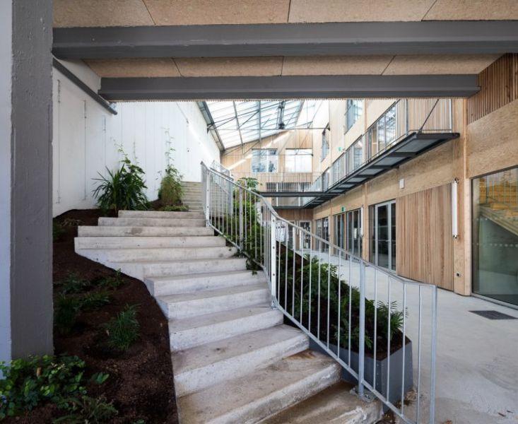 arquitectura_y_empresa_CAUE_patio interior escalera