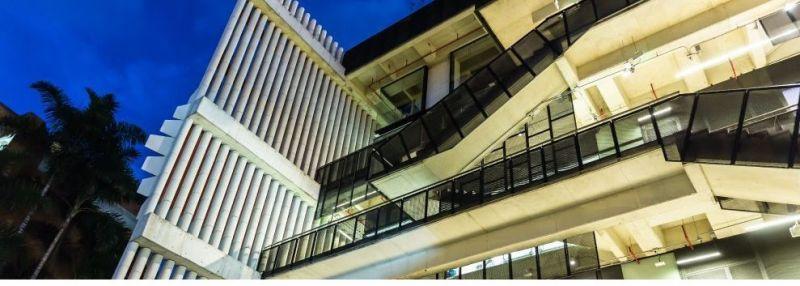 Fachadas abiertas del Centro de Innovación Argos