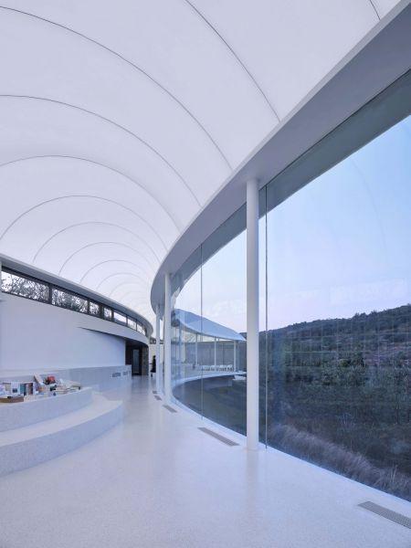 arquitectura_y_empresa_cluod like pavilion_cerramiento vidrio int
