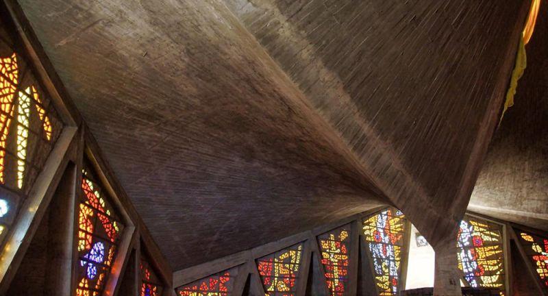 arquitectura_y_empresa_columnas_arranque_vitrales