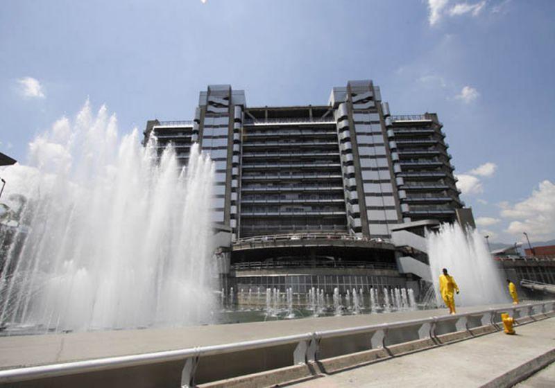 Elemento urbano agua del Edificio Inteligente de las Empresas Públicas de Medellín