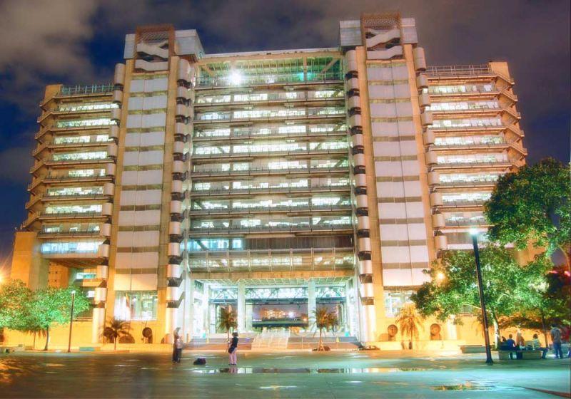 Vista nocturna Edificio Inteligente de las Empresas Públicas de Medellín
