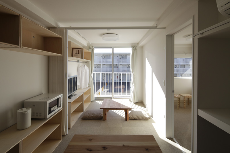 Interior de vivienda temporal con container (Onagawa, MIYAGI, 2011)