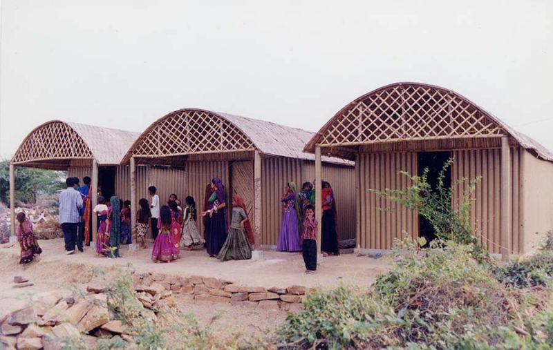Paper Loghouse (Dhaneti, India, 2001)