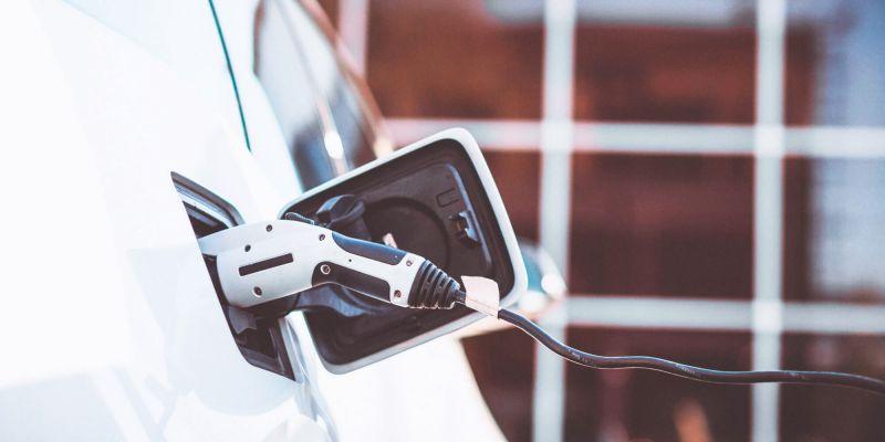 ARQUITECTURA energés panel fotovoltaico energia cargador enchufe coche