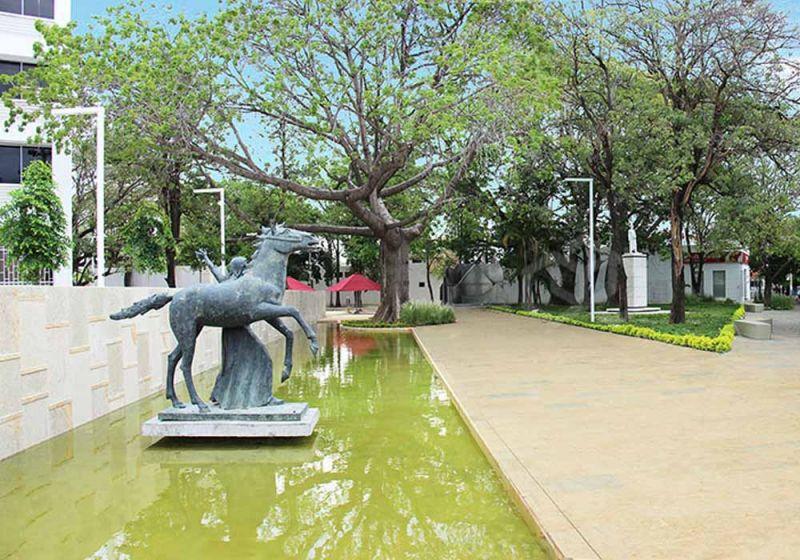 Escultura plaza de la Gobernación del César