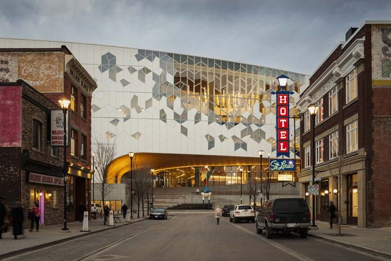 arquitectura fachada con dibujos geométricos biblioteca Calgary