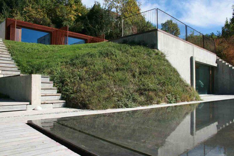 Vista de la vivienda y la piscina