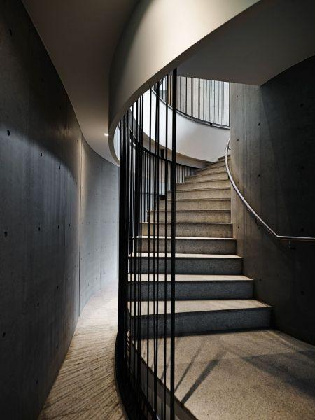 arquitectura_y_empresa_Green Places Community Clubhouse_escalera