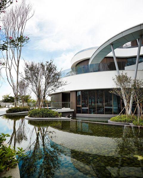 arquitectura_y_empresa_Green Places Community Clubhouse_estanque