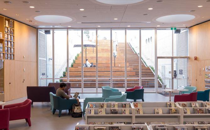 arquitectura_y_empresa_GreenSquareLibrary_gradas
