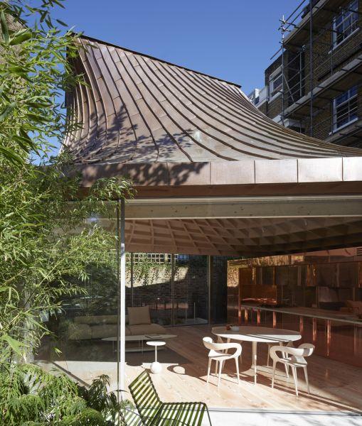 arquitectura y empresa_House_in_a_garden_ interior exterior