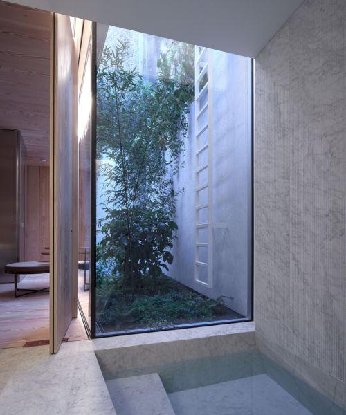 arquitectura y empresa_House_in_a_garden_patio inglés
