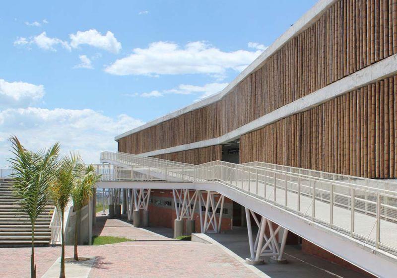 Institución Educativa La Samaria de Campuzano Arquitectos. Fachada