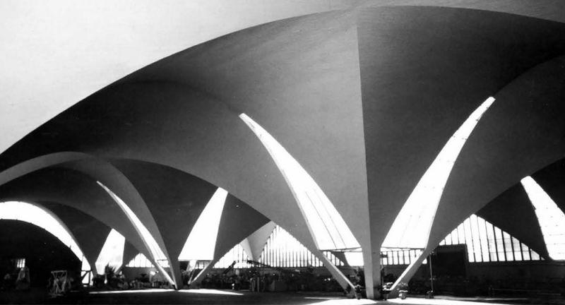 arquitectura_y_empresa_interior_lateral_Planta_Bacardí