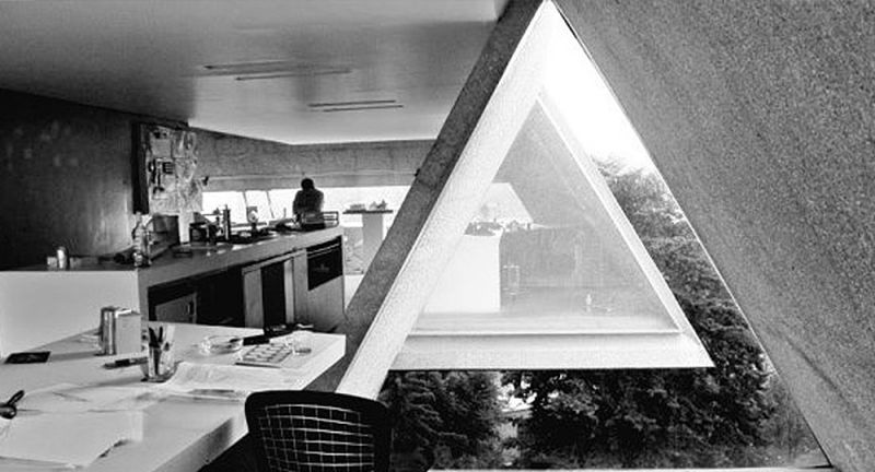 arquitectura_y_empresa_interior_ventana_triangular