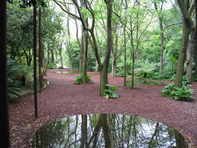Intervencion de estanques artificailes de agua en el jardín Gulbenkian