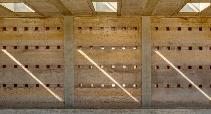 arquitectura_y_empresa_juego_de_luces_al_interior