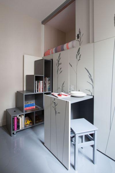 Kitoko - Vista cama, estantería y mesa