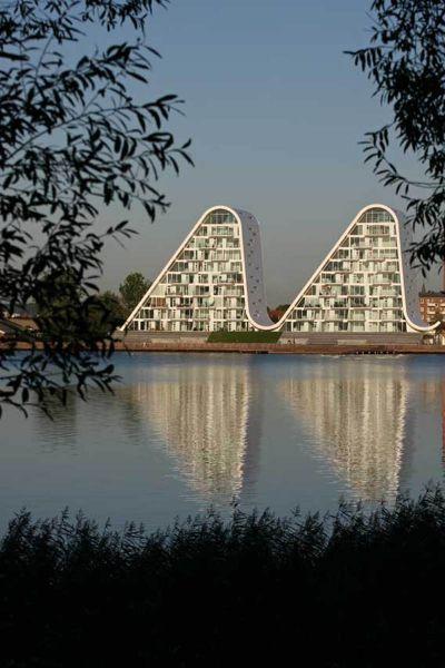 la ola _henning-larsen-architects-reflejos en el agua