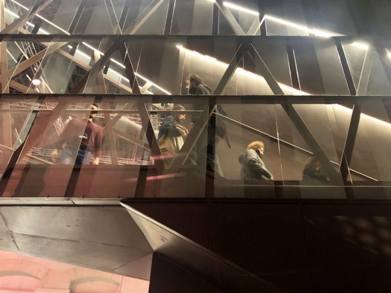 arquitectura escalera interior gran sala polivalente ex-central eléctrica