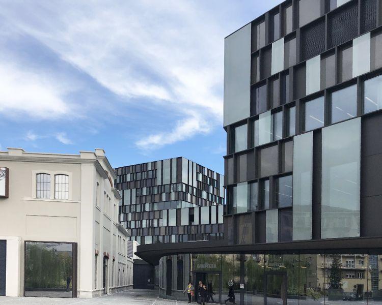 arquitectura oficinas que engloban una preexistencia ahora museo del café
