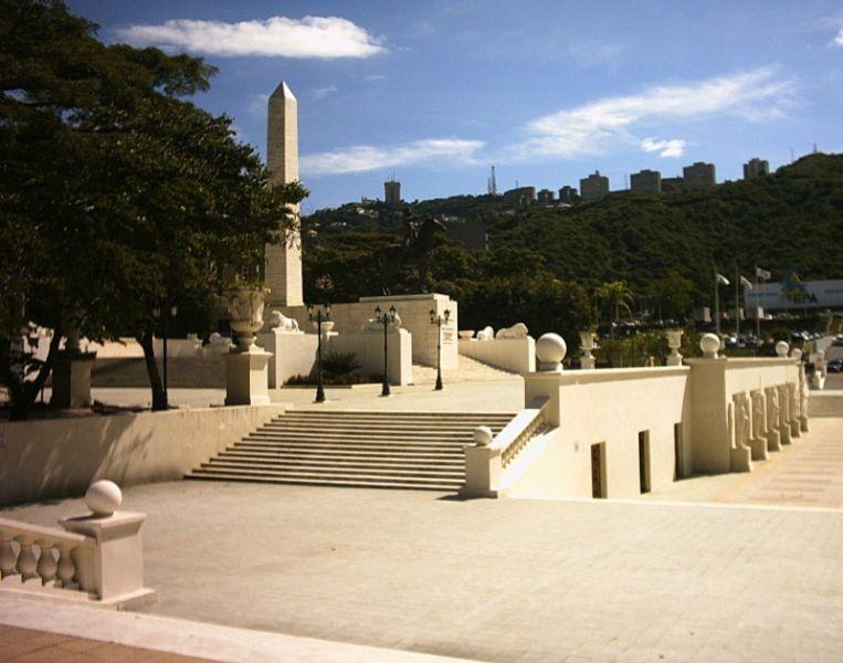 Monumento a los Precursores acceso al obelisco