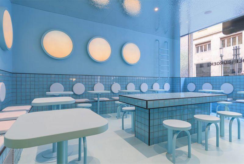Imagen de detalle de la zona azul del restaurante que simula el interior de una piscina