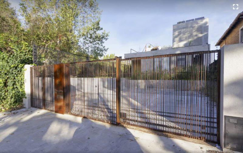 arquitectura_y_empresa_memo house_puerta parcela