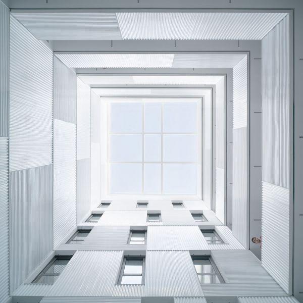 arquitectura muñoz miranda architects 73 viviendas foto interior patio luces accesos