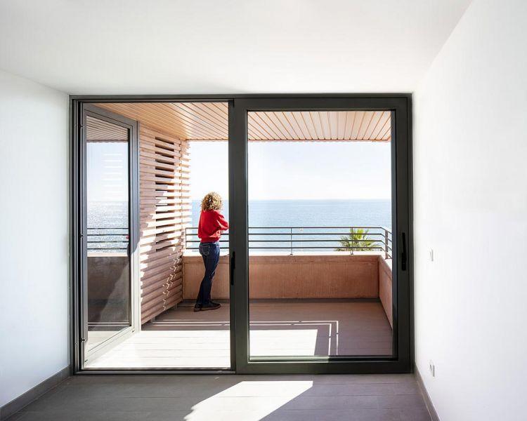 arquitectura muñoz miranda architects 73 viviendas foto interior vivienda terraza