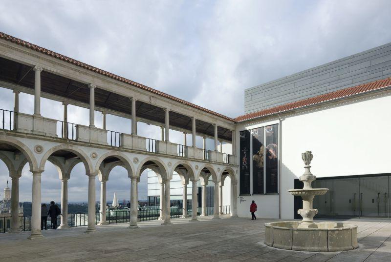 museo byrne 02 acceso y galeria