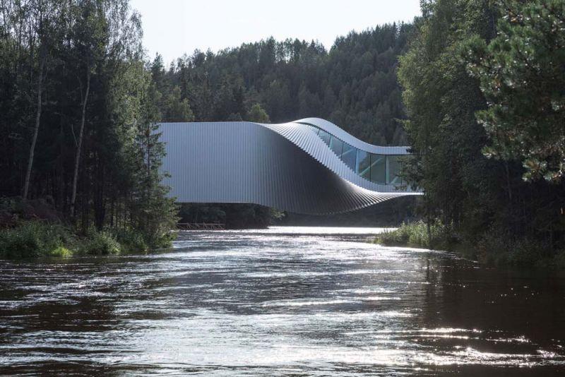 el museo The Twist  vista desde el rio el puente