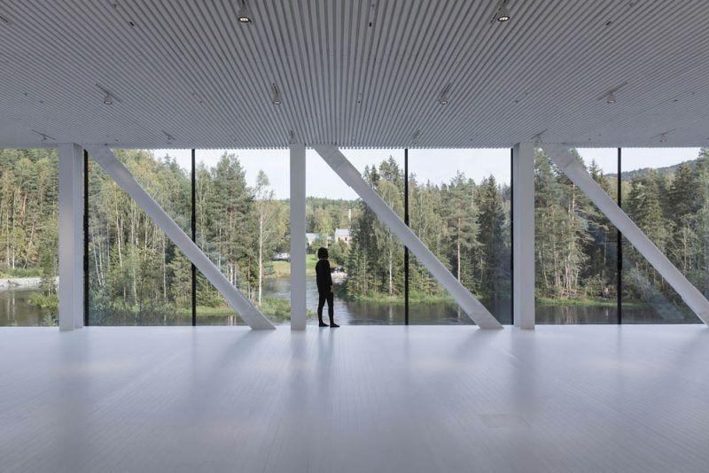 """El museo """"The Twist"""", imagen de la galeria mirando al bosque"""