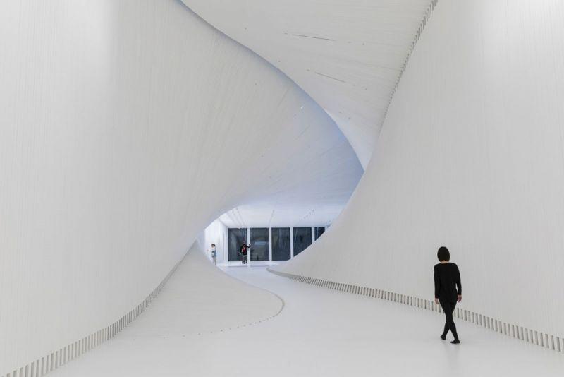 museo twist_ vista desde el extremo  de la galeria
