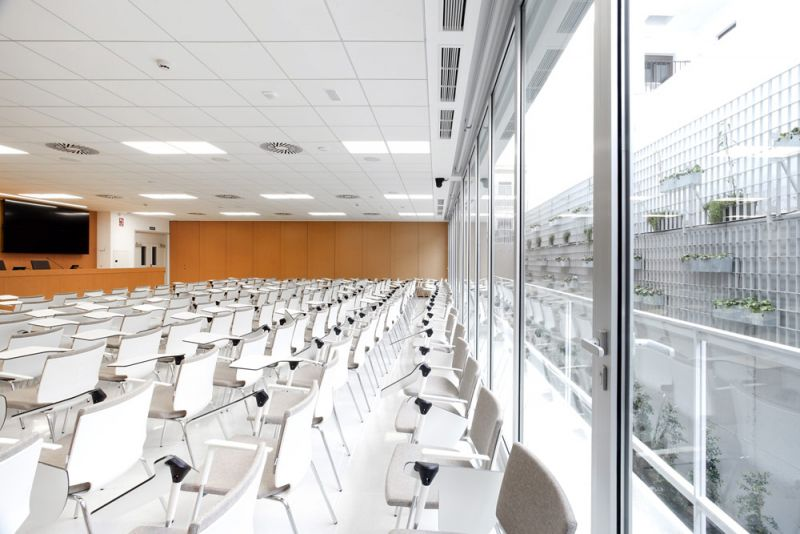 escuela universitaria de osuna aulas