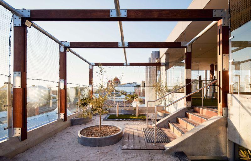 arquitectura_y_empresa_North Perth Childcare_patio descubierto