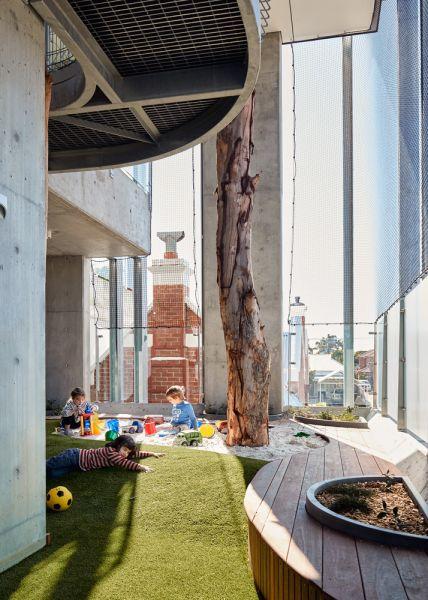 arquitectura_y_empresa_North Perth Childcare_patio cubierto