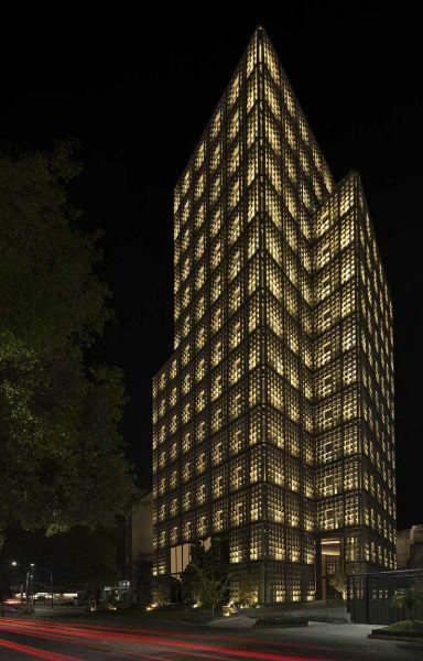 arquitectura carlos ferrater oab torre hipodromo foto principal fachada nocturna