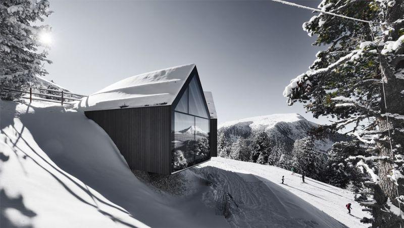 Imagen exterior del edificio con la nieve