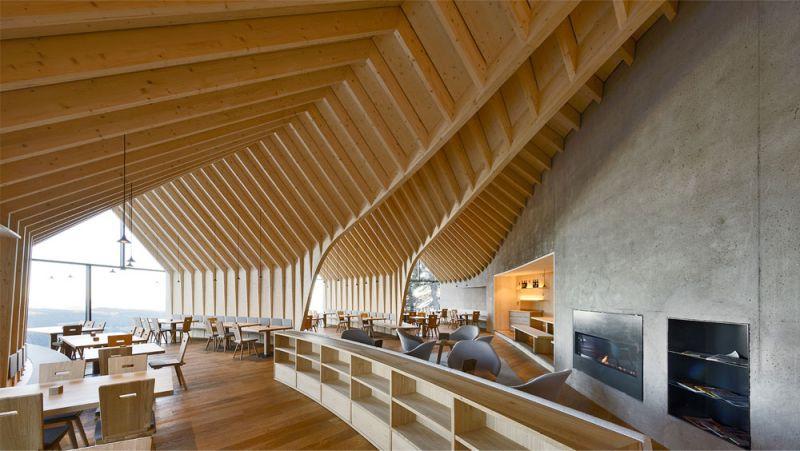 Imagen del interior del restaurante del refugio Oberholz