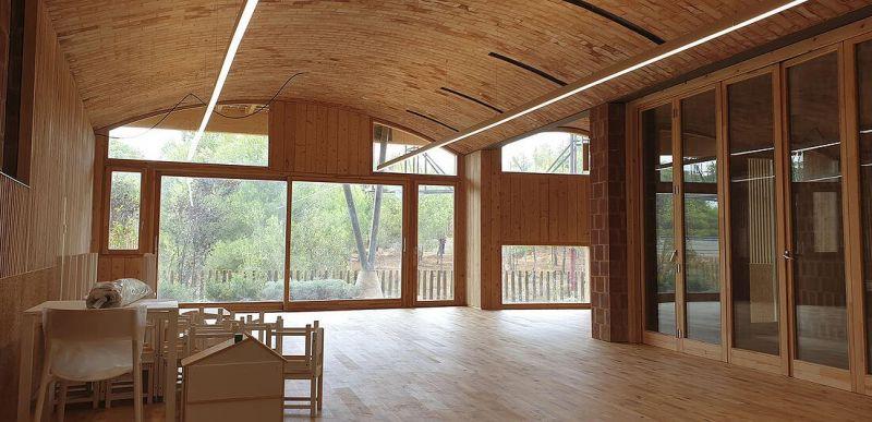 Vista interior del aula en construcción