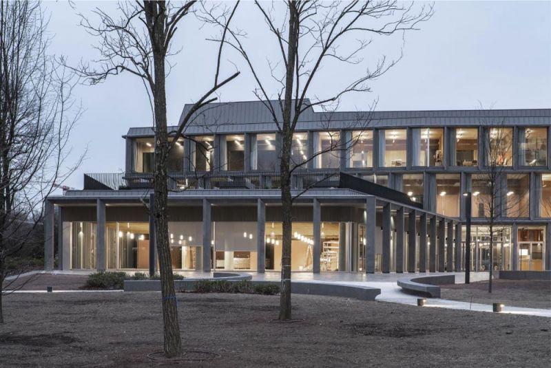 Imagen del edificio desde el jardín