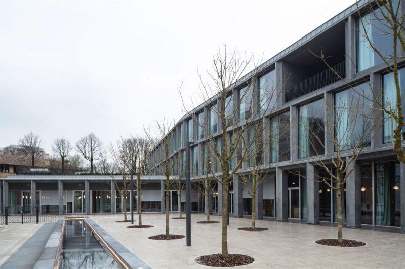 Imagen del exterior del edificio desde el espacio verde