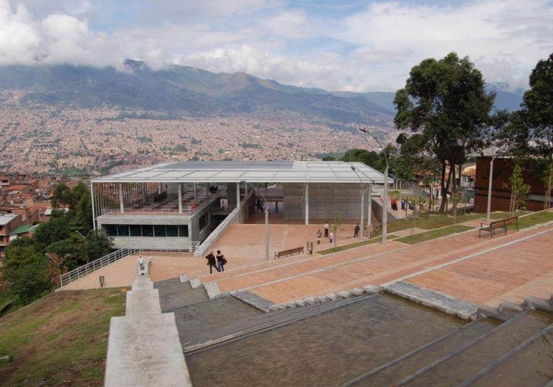 Parque Biblioteca Tomás Carrasquilla
