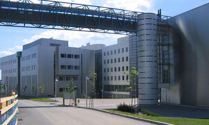 Espacios de conexión entre edificios del campus de UTA
