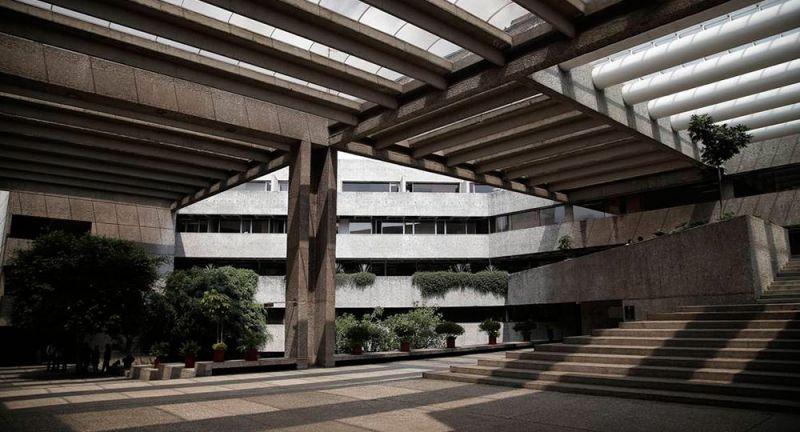 arquitectura_y_empresa_Patio_Colegio_de_México_2