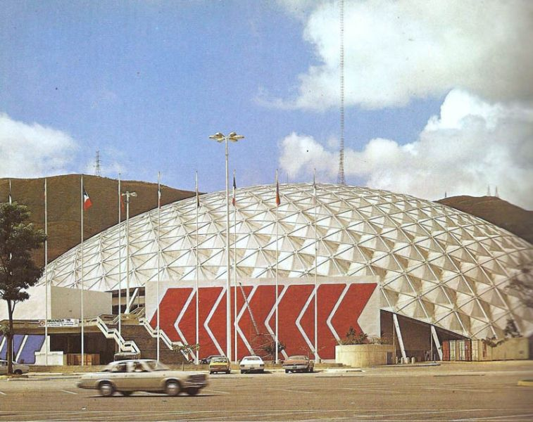 Arquitectura y empresa_poliedro de caracas_foto  años 70