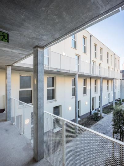 arquitectura_y_empresa_project pearl_pasarela patio